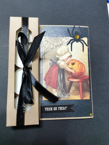 Kynttiläkortti tyttö ja hämähäkki