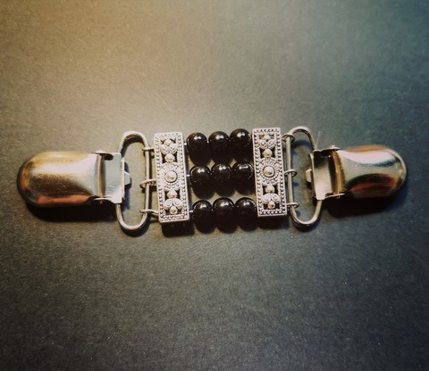 Sweater clip with black beads