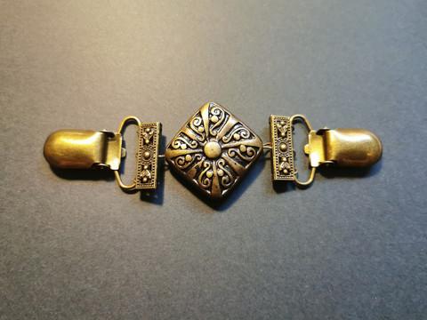Bronze color Flower sweater clip
