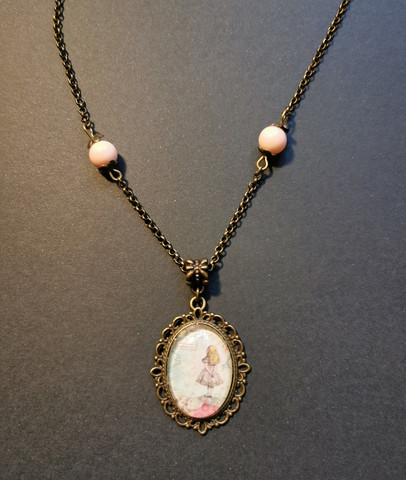 Necklace with Alice and pink beads