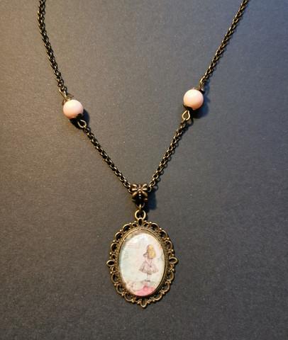 Kaulakoru Liisa vaaleanpunaisilla helmillä