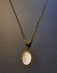 Necklace with Alice and kitten