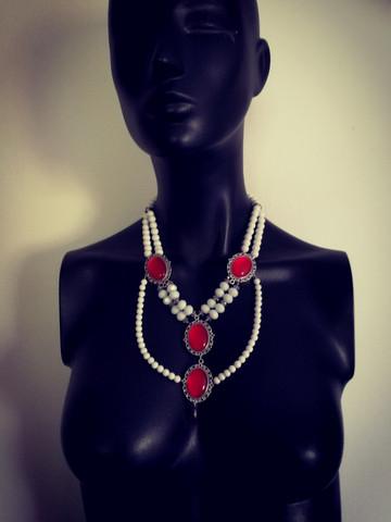 Queen's jewelry set