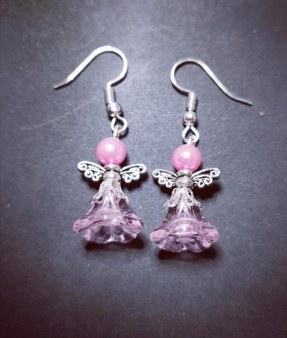 Vaaleanpunaiset enkelikorvakorut