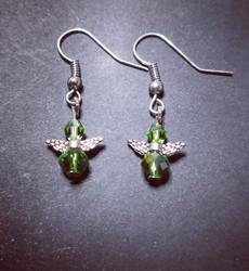 Vihreät enkeli korvakorut hopeanvärisellä koukulla