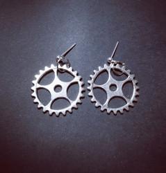 Gear stud earrings