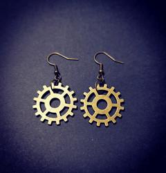 Earrings with gears