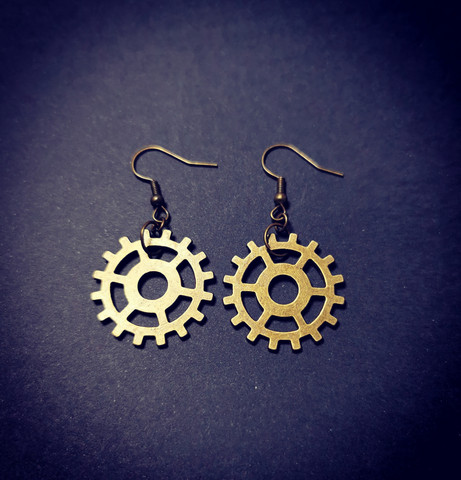 Earrings with gears