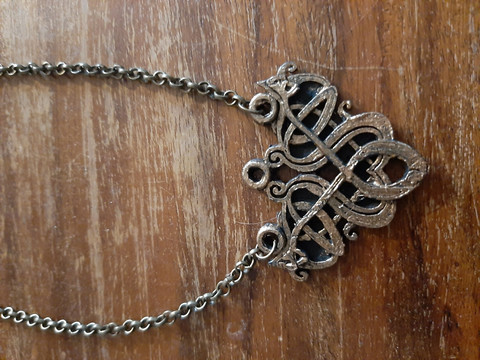 Viking necklace bronze colored knot