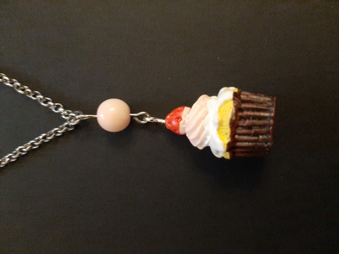 Cupcake necklace with a pink bead