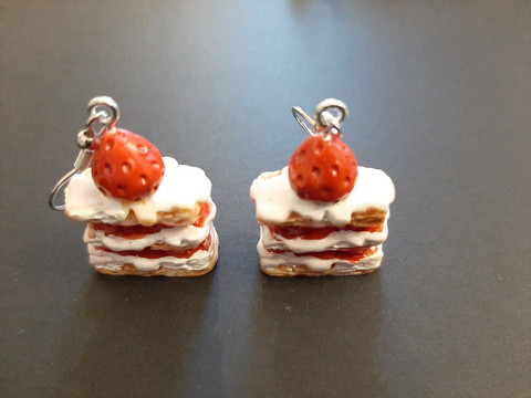 Piece of cake earrings with red beads