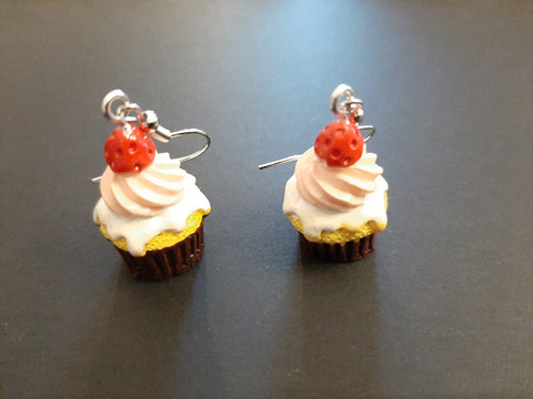Cupcake earrings with a pink beads
