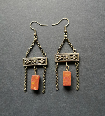 Hanging earrings with stone beads
