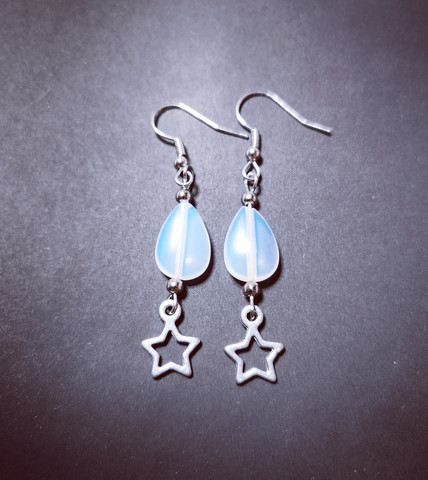 Star earrings with moonstone