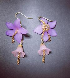 Korvakorut kukkasarja lilat kukat