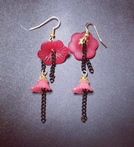 Korvakorut kukkasarja punaiset kukat