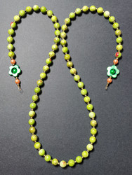 Green chain for glasses