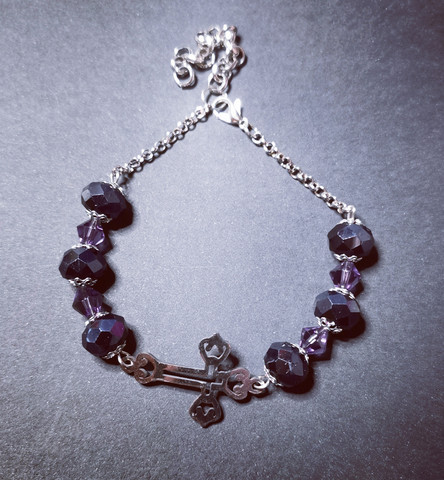 Cross bracelet with black and violet beads