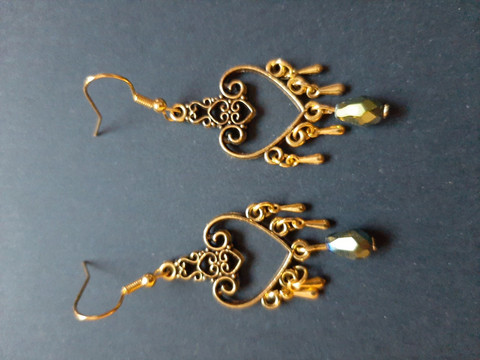 Heart earrings with droplets