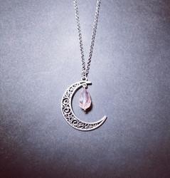 Kuu kaulakoru vaaleanpunainen pisara