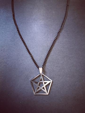 Pentagrammi kaulakoru
