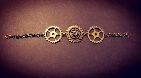 Steampunk gears bracelet
