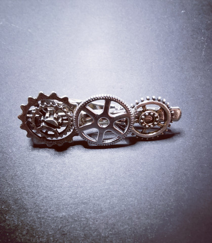 Steampunk tie clip with silver-colored gears.