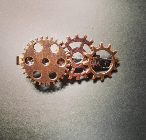 Solmioneula steampunk kuparin- ja pronssinväriset rattaat