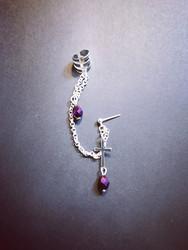 Linkkikorvakoru risti ja violetit pisarat
