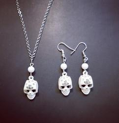 White skulls jewelry set