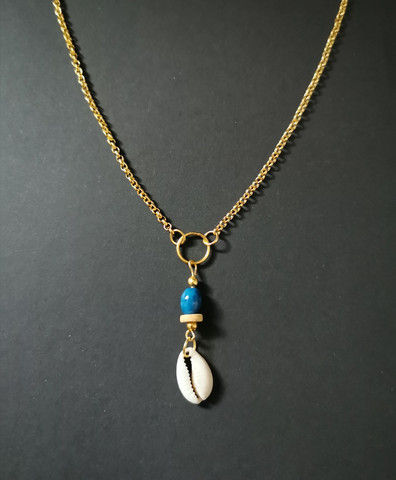 Shell necklace with blue shell beads