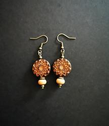Ruskean oranssit kukkakorvakorut