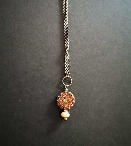 Ruskean oranssi kukkakaulakoru