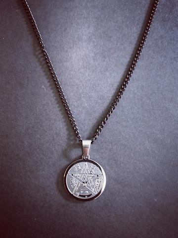 Tetragrammaton kaulakoru
