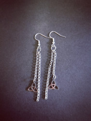 Chain earrings with celtic knot