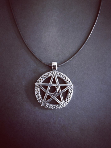 Pentagrammi ja kuu kaulakoru