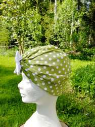 Green bow hat whit white dots and bow