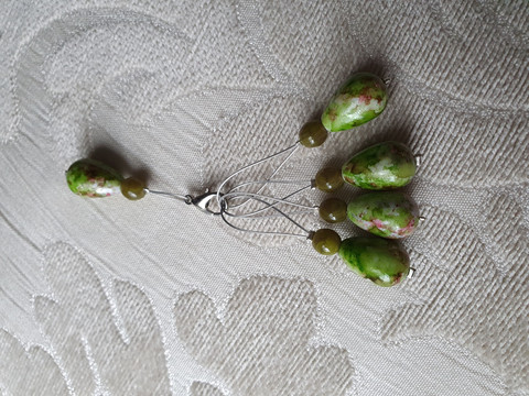 Silmukkamerkkisetti 4+1 :  vihreä ruskea