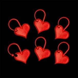 Sydän punainen silmukkamerkki, Addi