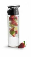 Fresh lukollinen juomapullo 75 cl hedelmäpatruunalla, kirkas/musta