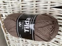 Svarta Fåret Tilda, väri 25 ruskea