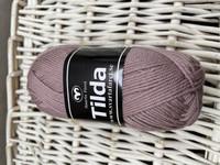 Svarta Fåret Tilda, väri 548 mallow
