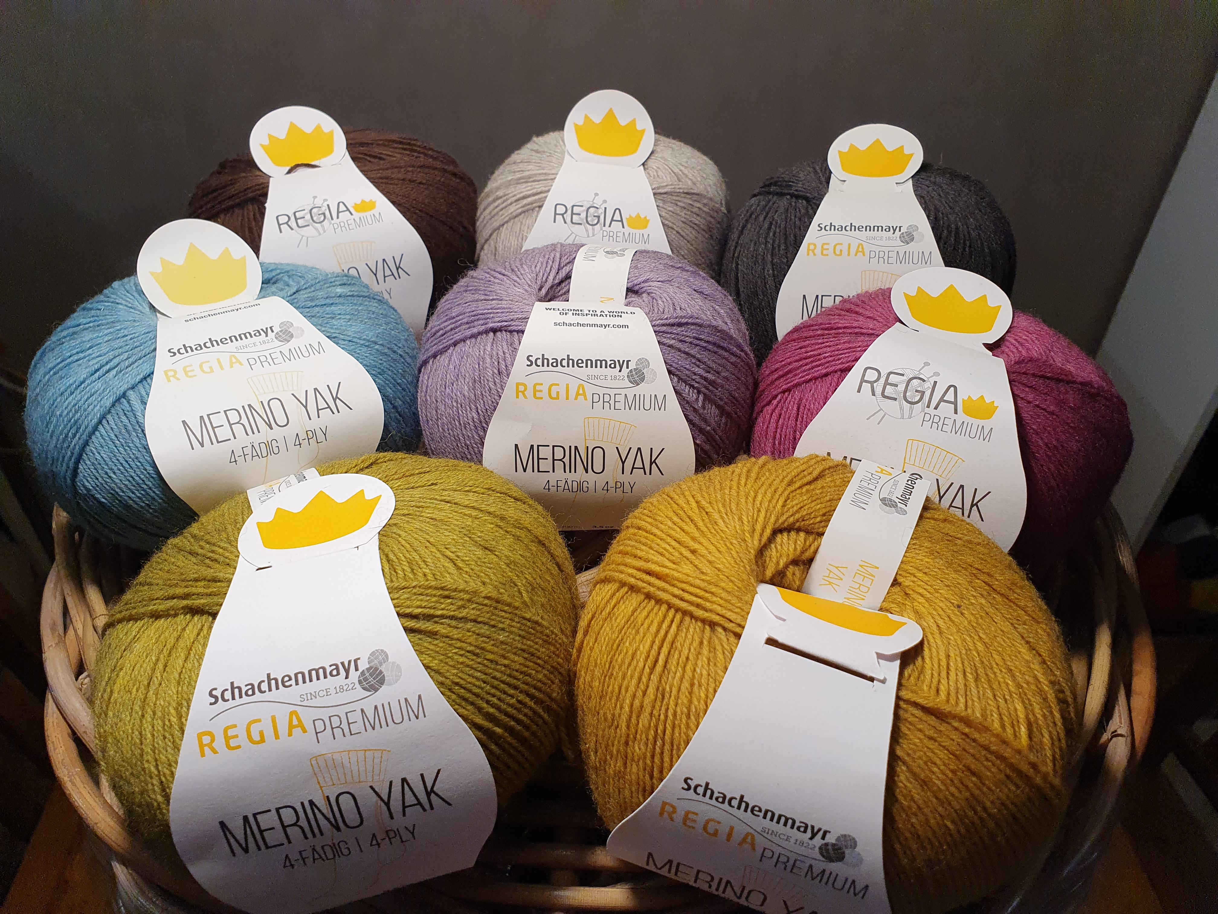 Merino Yak lanka on Regian premium lanka mm. sukkiin, pipoihin ja isompiinkin neuletöihin.
