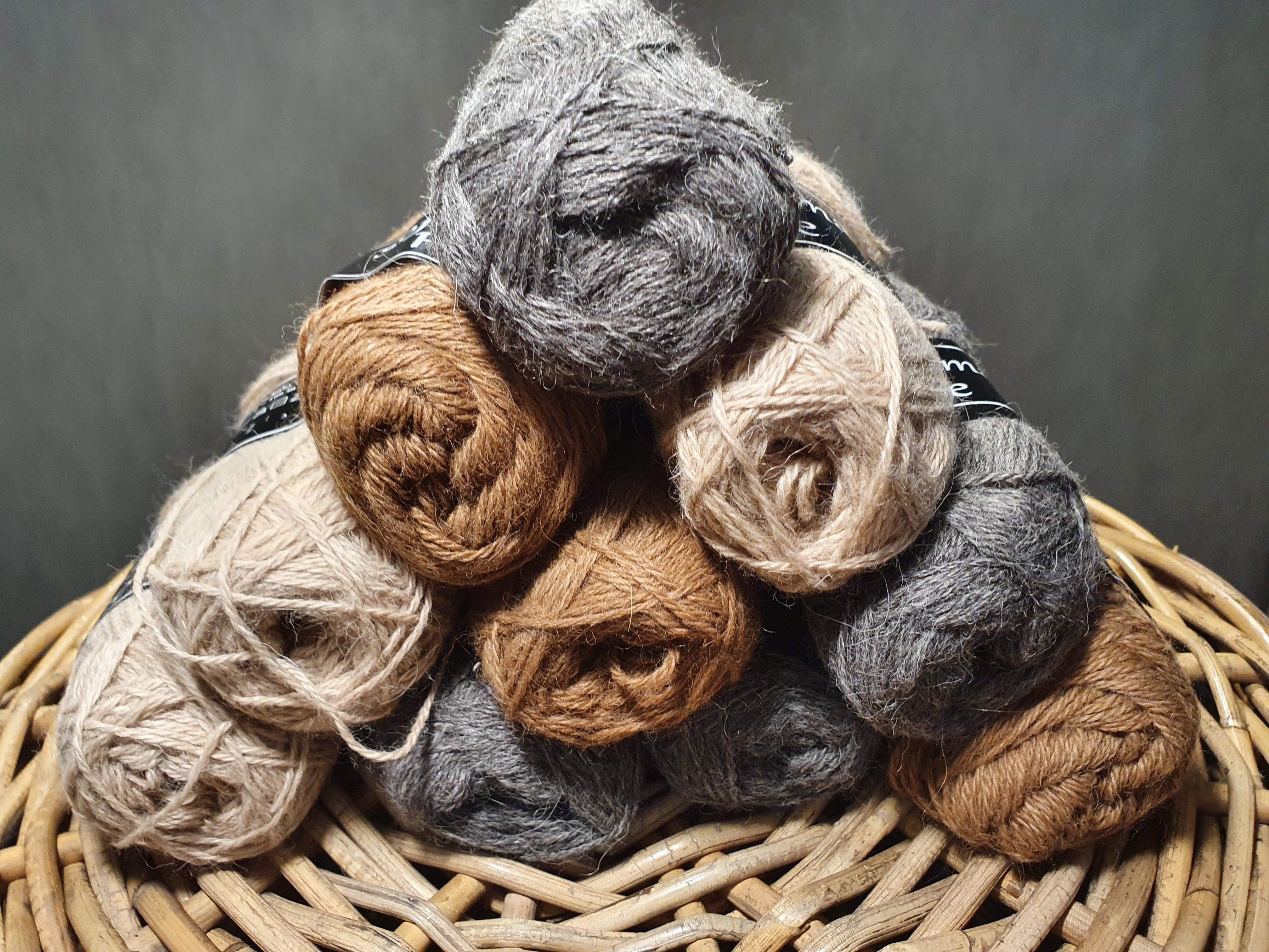 Soft Lama Fine on ylellinen villalanka, joka on valmistettu 100% vauvan lama-villasta.