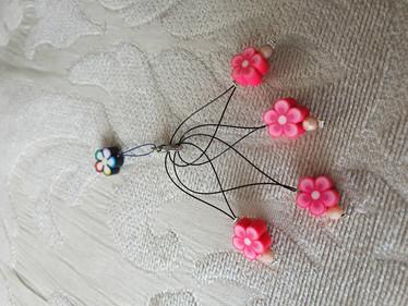Silmukkamerkkisetti 4+1 :  pinkit kukat