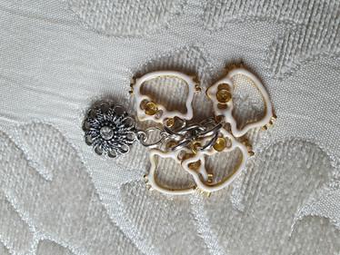 Silmukkamerkkisetti 4+1 :  kissat ja kukka