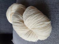 Willas villalanka valkoinen, poikkeuksellisesti 375m /vyyhti