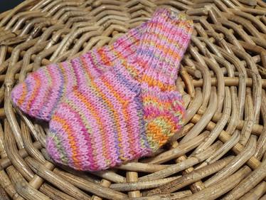 Lasten vaaleanpunaiset karkkiraidoin villasukat koko 18