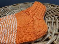 Lasten oranssit valkoisin raidoin villasukat koko 23