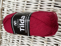 Svarta Fåret Tilda, väri 46 tumman punainen